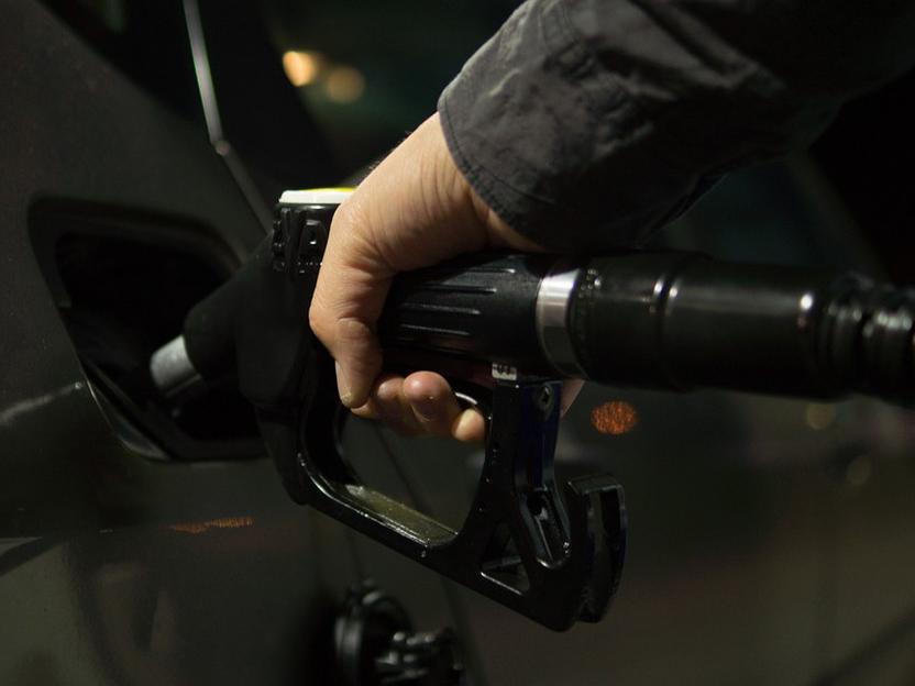 Tiefe Pegelstände im Rhein: Benzin und Diesel bleiben teuer