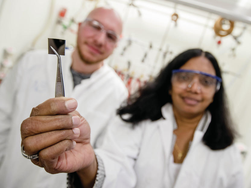 Ultradünne transparente Silberschichten für hocheffiziente Solarzellen und Leuchten