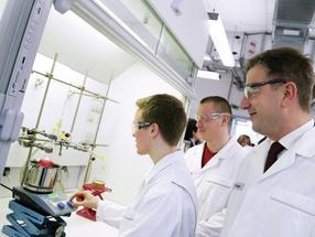Laboranten: Merck investiert in die Qualität seiner Berufsausbildung