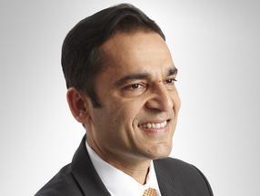 Udit Batra, de Merck, recibe el premio 'CEO of the Year' de CPhI Pharma
