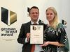 Dr. Klaus Karg (Inhaber) und Verena Heyder (Leiterin Markenmanagement) nahmen den Preis in Berlin entgegen.