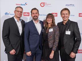 Brauereiinhaber Jeff Maisel nahm den Award zusammen mit Eva Ploß (Leiterin Öffentlichkeitsarbeit), Olivier Tost (Leiter Marketing) und Marc Goebel (Geschäftsführer Braubetrieb) (vrnl) entgegen.