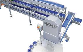KRONEN Convenience Avocado Linie: TONA Schneidemaschine S180K, Zuführband und Verarbeitungstisch