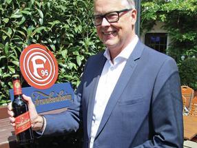 Ulrich Amedick präsentiert das neue Etikett