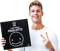 Schwarze Pizza von ConCrafter Luca gibt es bei REWE