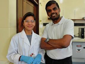 Doktorandin Kethaki Wickramaarachchi mit Dr. Manickam Minakshi