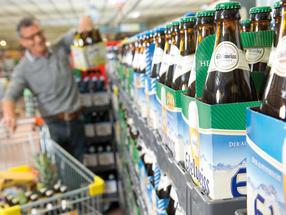 65% der Österreicher greifen beim Einkauf von Bier zu Mehrwegflaschen und nutzen das Pfandsystem.