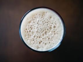 Bier-Gigant Anheuser Busch behält Brauereien Diebels und Hasseröder
