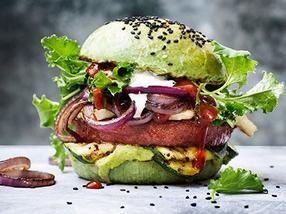 Nestlé führt neue 100% pflanzliche Burger in Europa und den USA ein.