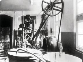 Erste Abfüllmaschine von Coca-Cola 1929 in Essen