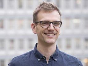 ETH Pioneer Fellow Lukas Böni will mit pflanzlichem Poulet aus Erbsenprotein den unnachhaltig hohen Fleischkonsum senken.