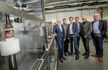 Dieter Fuchs Stiftung sowie Aloys & Brigitte Coppenrath-Stiftung fördern das Food Future Lab an der Hochschule Osnabrück. Vizepräsident Prof. Dr. Bernd Lehmann (re.) dankte im Namen der Hochschule.