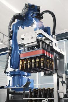 """Mit der Neuentwicklung """"Air Grip World"""" von YASKAWA & AB Trygg zeigen wir zur BrauBeviale 2019 eine Komplettlösung für das roboterbasierte Handling von Flaschen."""
