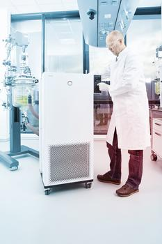 LAUDA Integral process thermostats are used, for example, for the temperature control of glass reactors in the chemical, pharmaceutical or biotechnology industries.