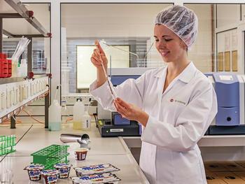 Die Qualität der Genuss-Produkte steht bei Zott und dessen Mitarbeitern an oberster Stelle.