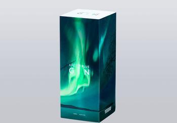 Die preisgekrönte Verpackung für den Arctic Blue Gin besteht aus der Faltschachtelkartonqualität MetsäBoard Pro FBB Bright 350 g/m2.