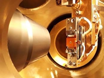 Topological materials such as tungsten ditelluride, here a sample in an ultra-high vacuum chamber, have special electronic properties and are very robust against external perturbations.
