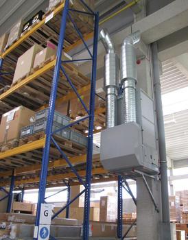 Luftreiniger CC6000 im Hochregallager in wandmontierter Ausführung