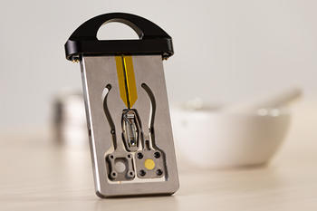 Small,  vibrating sample holder