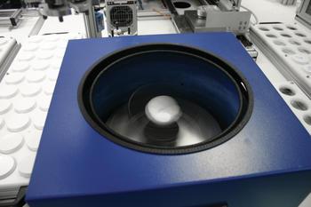 Hauschild SpeedMixer DAC 400 FVZ R während des Mischprozess