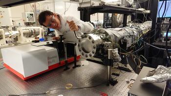 IRis-F1 wird für eine schnelle Reaktionskinetik an einem Stosswellenrohr mit einer Zeitauflösung von Mikrosekunden verwendet