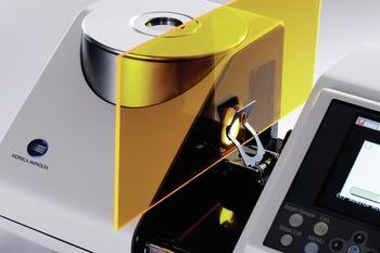 Transmissions-Messung von Feststoffen wie Glas oder Folien