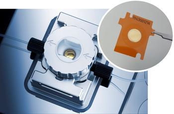 Innovatives und praktisches Design - Messzelle mit transparentem Fenster, Sensor platziert auf Folie (Sensorchip) mit spezifischer ID-Nummer