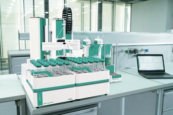 OMNIS S - der Einstieg in die modular skalierbare Automation: Bei Bedarf kann der OMNIS Sample Robot in 3 Stufen (S,M,L) ausgebaut werden