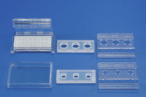 ClicKit-Well modules are available in various common cell culture formats.