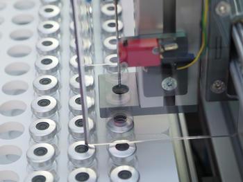 Detailansicht von der Nadeleinstichautomatik