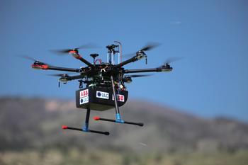 Aufgrund des geringen Gewichts des Analysators kann dieser auch auf einer Drohne installiert werden. Diese Lösung wird künftig erhältlich sein.
