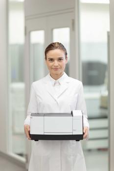 Mit nur 8,5 kg ist das IRSpirit leicht zu transportieren. Es ist stets dort, wo es gebraucht wird.