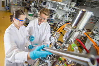 Photonen Dichte Wellen-Spektroskopie bei einer industriellen Anwendung in einem 10l Fermentationsreaktor © E. Kaczynski