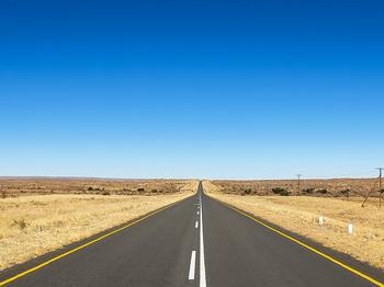 Eine neuartige Akkutechnologie soll E-Autos künftig weit über 1.000 km und möglicherweise sogar über 2.000 km Reichweite ermöglichen