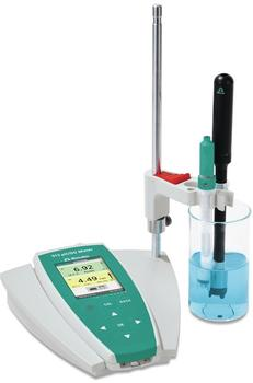 The pH meter can be conveniently operated with just one hand, it meets the IP67 standard and can be easily charged from a car cigarette lighter.