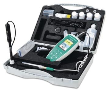 All the equipment needed for mobile outdoor conductivity measurement is neatly and safely stored in the field case.