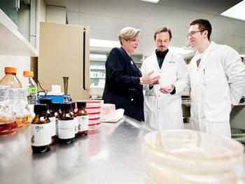 INRS-Professorin Monique Lacroix ist Expertin auf dem Gebiet der auf Lebensmittel angewandten Wissenschaften, wie zum Beispiel der Bestrahlung.