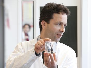 Dr. Sebastian Springer, Professor für Biochemie und Zellbiologie an der Jacobs University Bremen, gründete gemeinsam mit Wissenschaftler:innen der Technischen Universität Dänemarks das Unternehmen Tetramer-Shop.