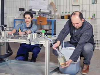 Im Bioraffinerie-Technikum der Universität Hohenheim wird Stärke zu HMF in wässriger Lösung umgewandelt.