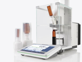 Automatische Pulverdosierung durchgeführt mit der automatischen XPR-Waage