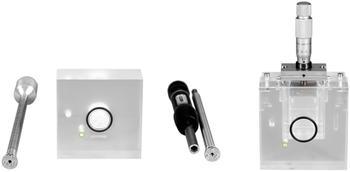 Messzellen: für Fasern und Pulver, mit Präparationswerkzeug (links) & für flache, plattenförmige Proben (rechts)