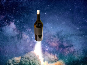 Auktionshaus bietet im Weltraum gereiften Rotwein zum Verkauf an