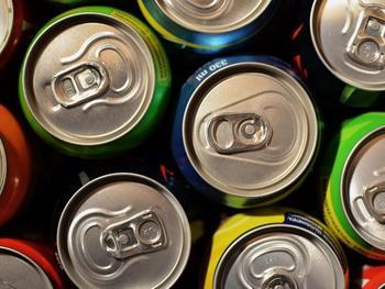 Die Erfrischungsgetränkeindustrie lehnt eine Mehrwertsteuererhöhung auf zuckerhaltige und gesüßte Getränke ab und fordert einen Dialog mit der Regierung