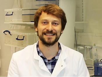 Dr. Niels Mahrt untersuchte, wie Reduktionen der Keimanzahl im Laufe einer Infektion das Auftreten von Zufallseffekten und somit die Ausbildung von Antibiotika-Resistenzen beeinflussen.