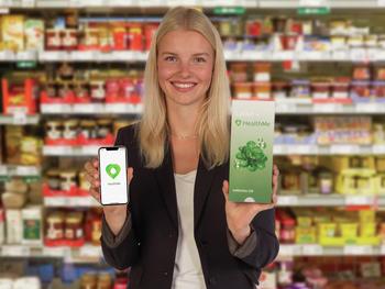 Gründerin Victoria Noack mit der HealthMe-App.